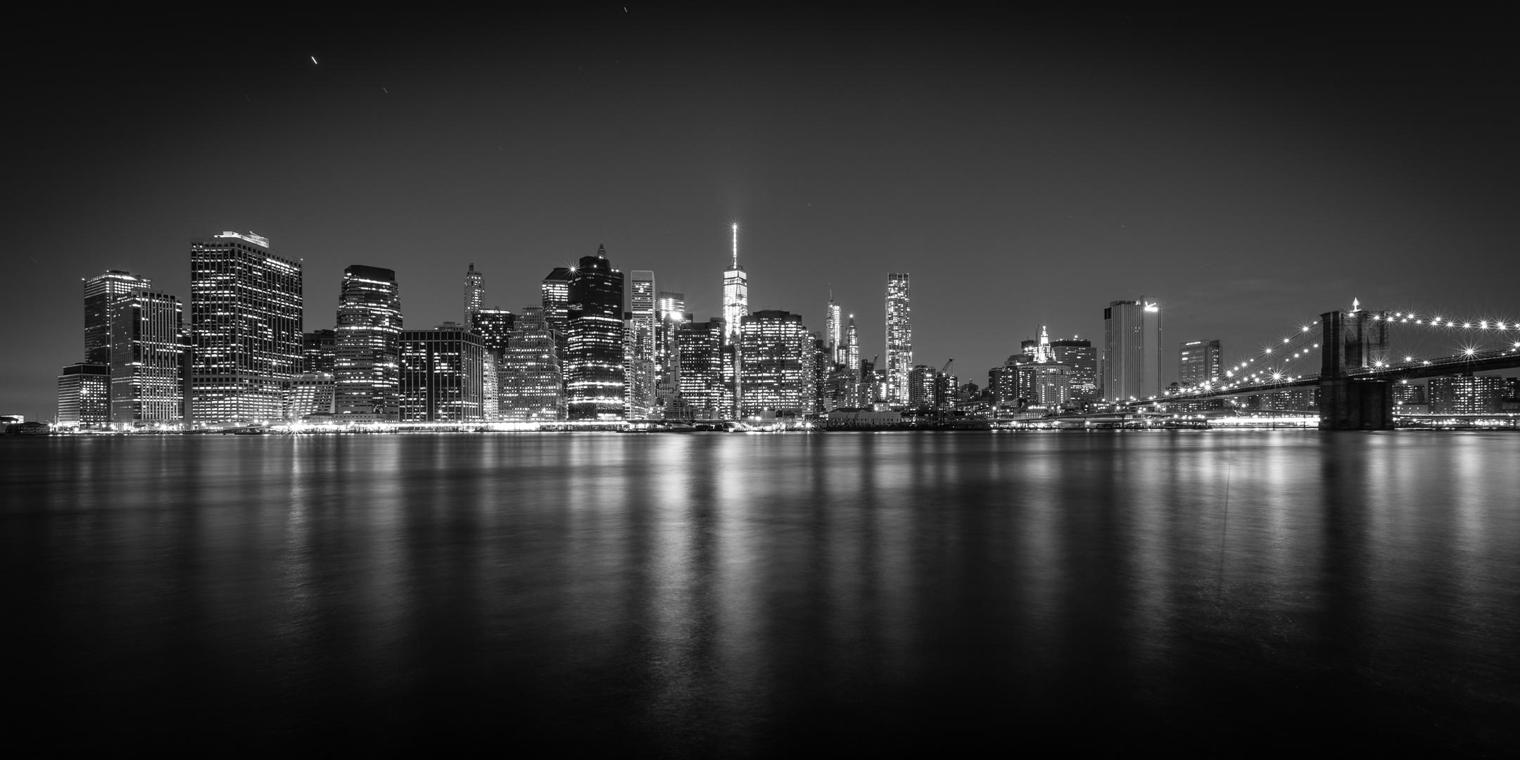 new york city manhattan skyline bw wandbild alu dibond myphoto4fun. Black Bedroom Furniture Sets. Home Design Ideas